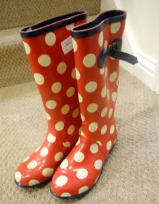 How funky are these?! My wellies are ok at the moment, but never look a charity shop find in the mouth-you never know when you will next need a 'new' pair of wellies and sod's law says, there will be NONE to be found...