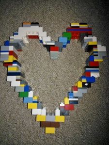BigSmall wanted to make something for hubby for Valentines Day, and we ended up being a bit late, but it's Lego, and it's a heart-what more could any man want?!