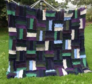 @WoollyPedlar turns old jumpers into gorgeous creations like this rug